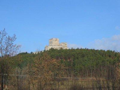 Pohled směrem na hrad Rabí