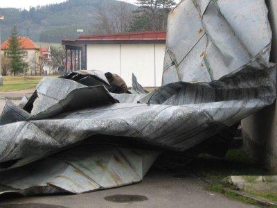 Kyrill střechu pomačkal opravdu slušně